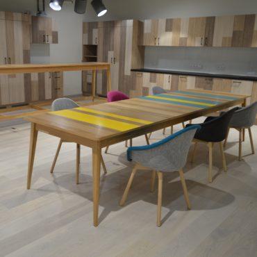 Stół SOLO w wersji powiększonej i kolorowej